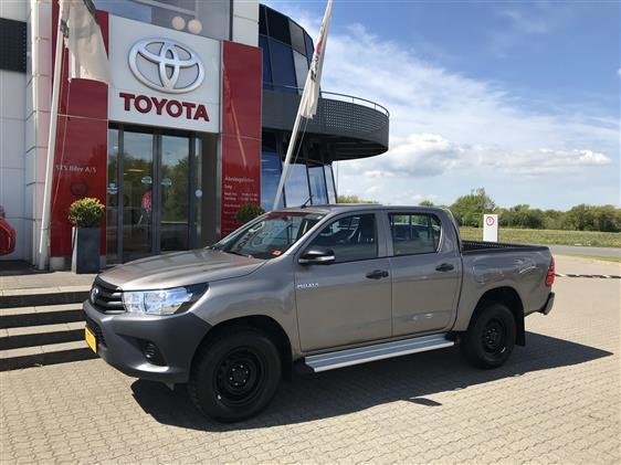 Toyota HiLux 2,4 D-4D T2 4x4 150HK DobKab
